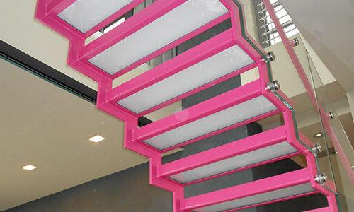 Pinke Treppe von unten