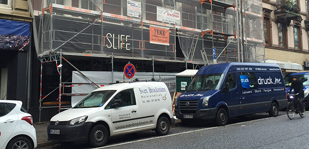Transporter von Malereibetrieb Sven Brockmann an einer Straße