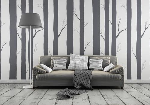 Schablonen in Baumstamm Form mit Sofa davor